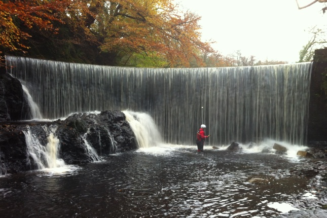 Envirocentre surveyor at Bridgend Weir on the River Calder Nov 2011
