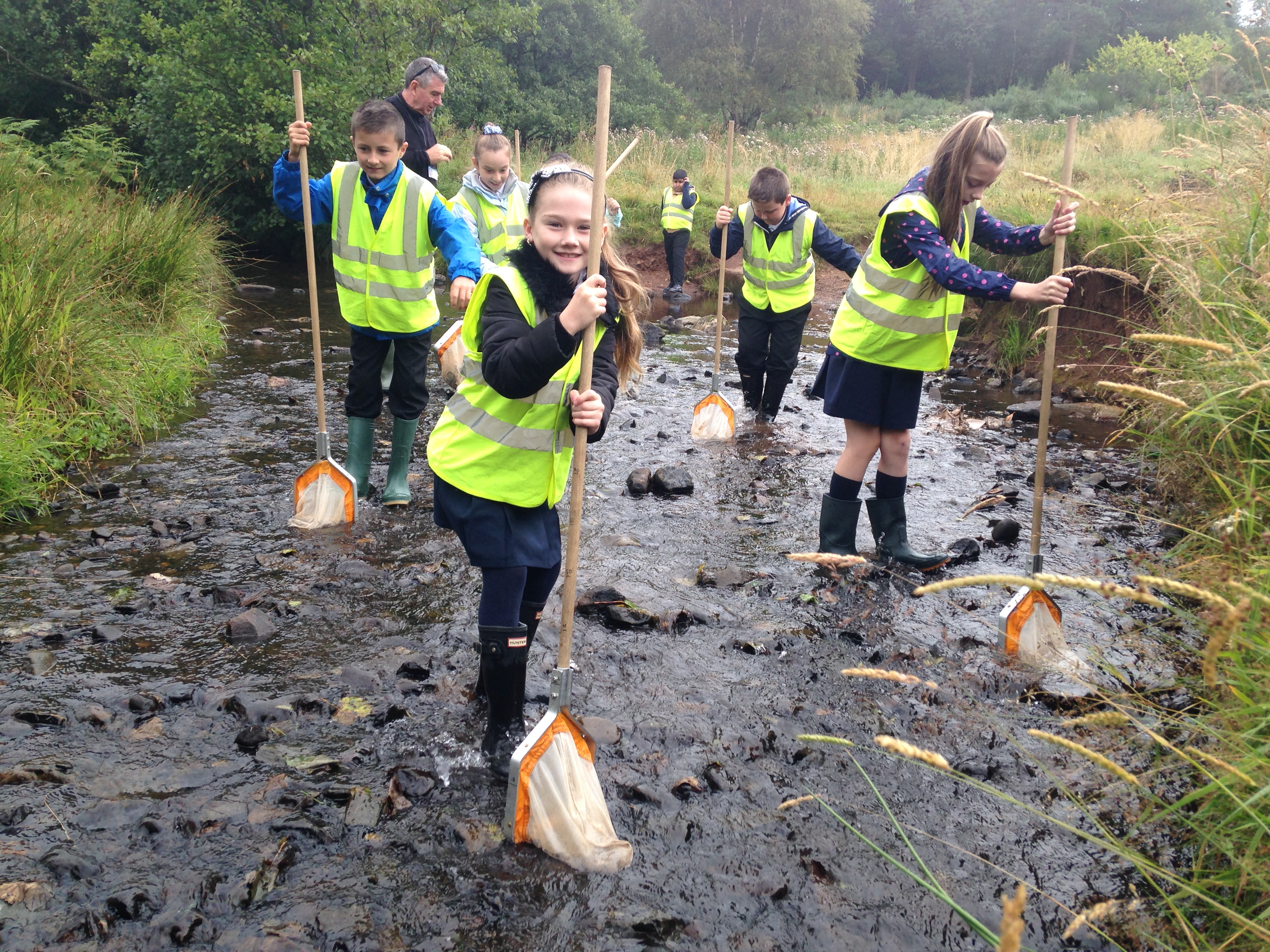 St Clare's P6a kick-sampling Cochno Burn
